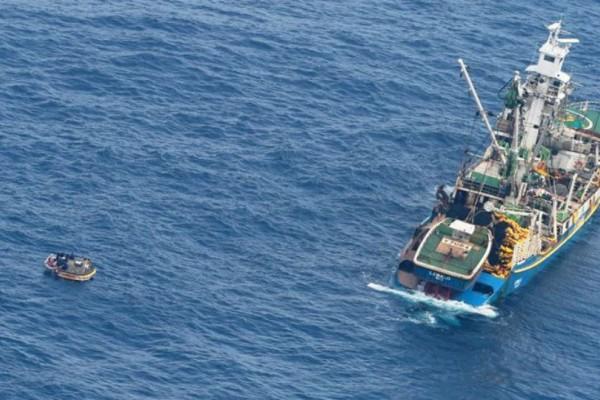 Οκτώ μέρες μετά το ναυάγιο βρέθηκαν επιζήσαντες στη μέση του Ειρηνικού Ωκεανο!