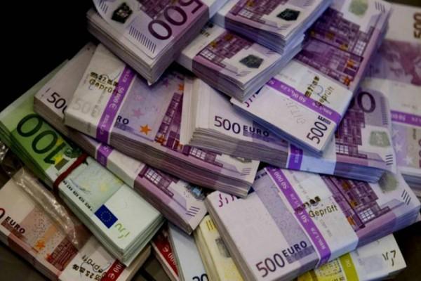 60χρονος παρκαδόρος κέρδισε ένα εκατομμύριο ευρώ και χάρισε το λαχείο στην... κόρη του!