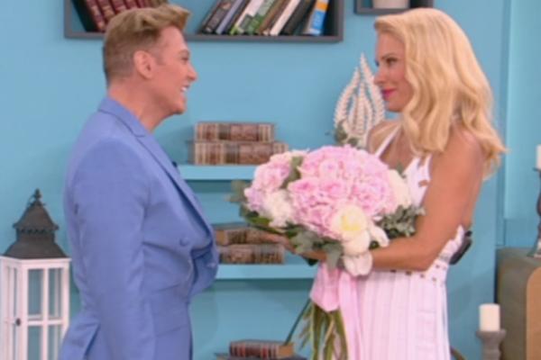 O Tάκης Ζαχαράτος έκανε πρόταση γάμου στην Ελένη on air! Η αμηχανία της παρουσιάστριας και η ατάκα για τον Ματέο (video)