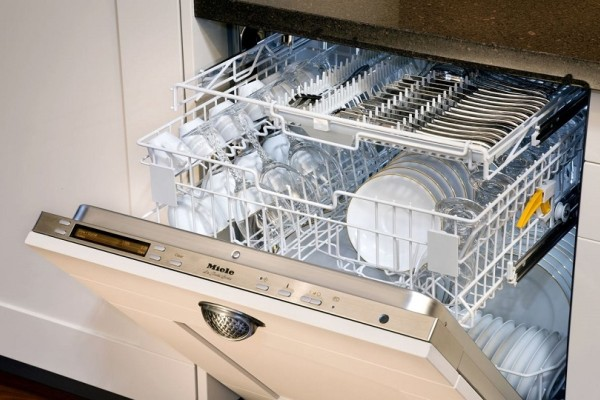Πλυντήριο πιάτων: Αυτό είναι το μεγάλο λάθος που πρέπει να αποφύγετε!