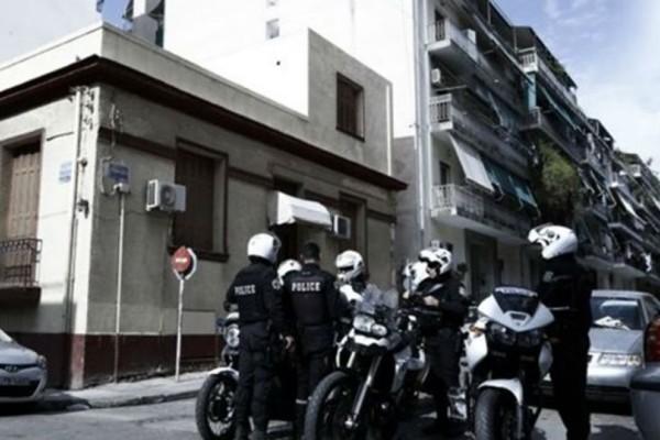 Συνελήφθησαν τέσσερα άτομα για κατοχή και διακίνηση ναρκωτικών στην Αχαρνών!