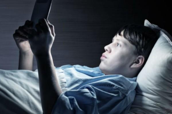 Έφηβοι και οθόνες: Τι λένε οι ειδικοί;