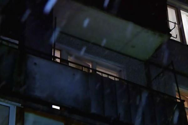 Έγκλημα που σοκάρει: Έκοψε το κεφάλι του φίλου του με κουζινομάχαιρο και το πέταξε από το παράθυρο!