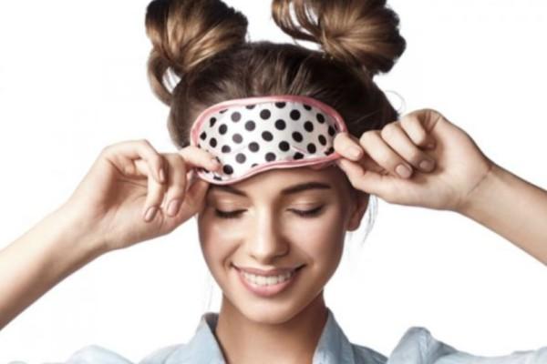Ένα κόλπο 2 δευτερολέπτων θα σε βοηθήσει να κοιμηθείς καλύτερα!