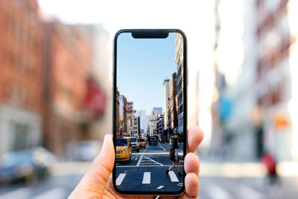 Ξεχάστε όσα ξέρατε: Η τεχνητή νοημοσύνη και οι εφαρμογές της αλλάζουν τα κινητά τηλέφωνα!