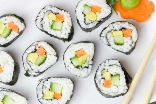 Προσοχή! Δες τι τρομακτικά πράγματα  μπορούν να σου συμβούν όταν τρως σούσι!