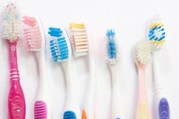 Προσοχή: Σίγουρα δεν το γνώριζες! Κάθε πότε πρέπει να αλλάζεις οδοντόβουρτσα;