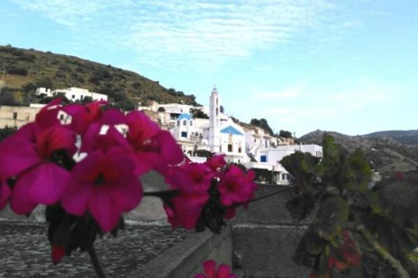 Το κατάλευκο ελληνικό χωριό που το λένε.. Αγάπη. Εικόνες σαν καμβάς ζωγραφικής!