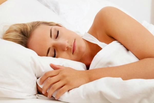 Οι επιστήμονες ενημερώνουν: Πρέπει να κοιμόμαστε γυμνοί! Δείτε γιατί!