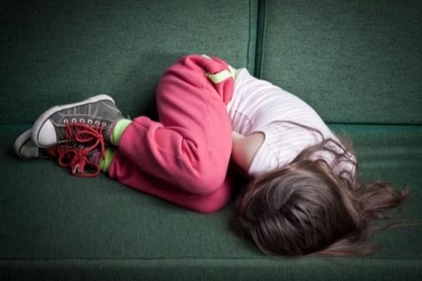 Σοκ: 9χρονη βιάστηκε από τον πατέρα της και γέννησε το παιδί του!