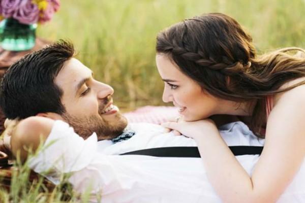 Τι είναι το micro-cheating και γιατί απειλεί τη σχέση σου