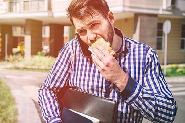 Διατροφικά λάθη που κάνεις στο μεσημεριανό γεύμα!