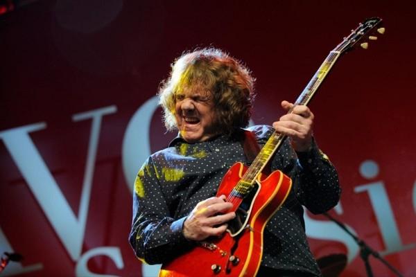 Σαν σήμερα στις 06 Φεβρουαρίου το 2011 έφυγε από την ζωή ο Βορειοϊρλανδός κιθαρίστας και τραγουδιστής Γκάρι Μουρ