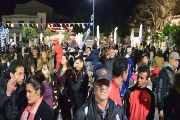 Αργοστόλι: Μεγάλη νυχτερινή καρναβαλική παρέλαση! (Video)