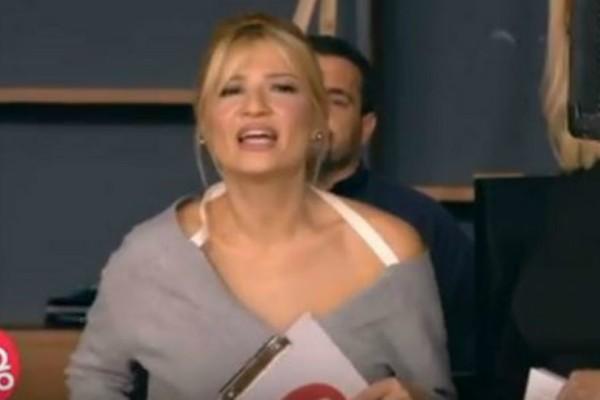 Το ανοιχτό μικρόφωνο πρόδωσε τη Φαίη Σκορδά! Νόμιζε ότι ήταν σε διαφημίσεις και ακούστηκε η συνομιλία της με την Θρασκιά!