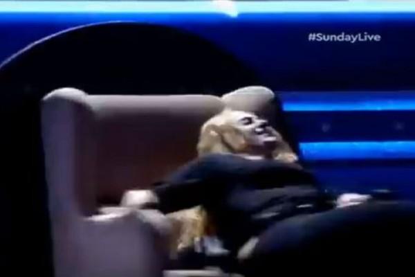Ατύχημα στο Sunday Live! Παίκτρια εκσφενδονίστηκε από την καρέκλα του παιχνιδιού! Πάγωσαν στον Ant1