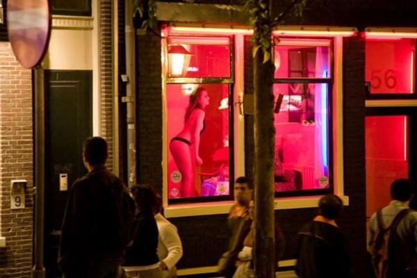 Αποκλείεται να το γνωρίζατε: Γιατί οι οίκοι ανοχής έχουν κόκκινο φωτάκι;