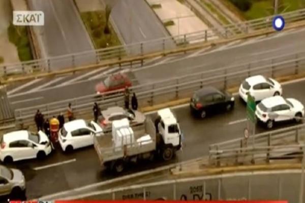 Απίστευτη καραμπόλα πέντε αυτοκινήτων στην Εθνική Οδό (Video)