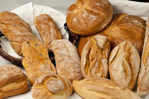 Πρόσοχή! Μη κάνετε το λάθος και βγάλετε το λευκό ψωμί από τη διατροφή σας!