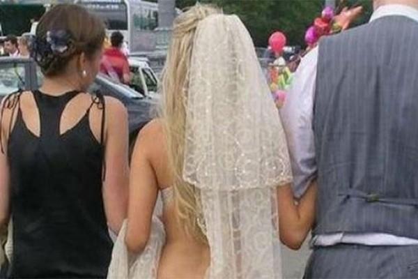 Νύφη με το απίστευτα προκλητικό νυφικό! Τώρα αυτόν το γαμπρό τον τυχερό; (photos)