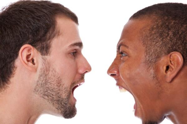 Έρευνα: Τι σχέση μπορεί να έχουν ο ρατσισμός με το... τσιγάρο
