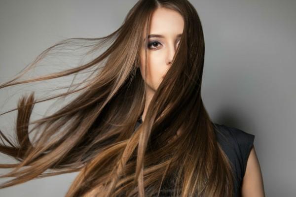 Θες να κάνεις τα μαλλιά σου να μακρύνουν πιο γρήγορα; Δες εδώ τους τρόπους να το πετύχεις