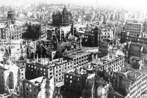 Σαν σήμερα στις 13 Φεβρουαρίου το 1945 ξεκίνησαν οι βομβαρδισμοί της Δρέσδης! - Ένα από τα πιο αμφιλεγόμενα συμβάντα του Β' Παγκοσμίου Πολέμου!