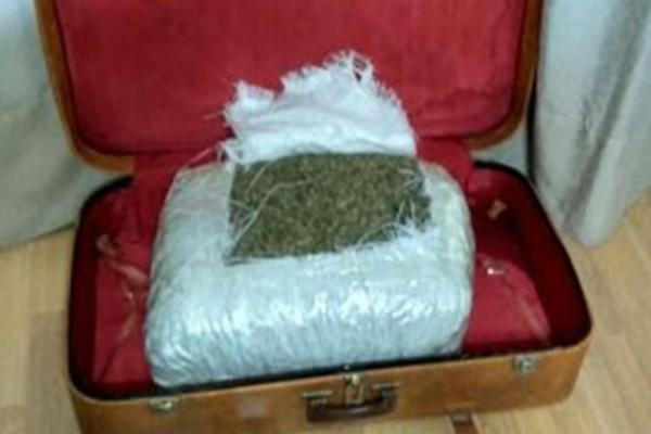Αλβανός μετέφερε πεζή βαλίτσα με 13 κιλά χασίς στη Θεσπρωτία!