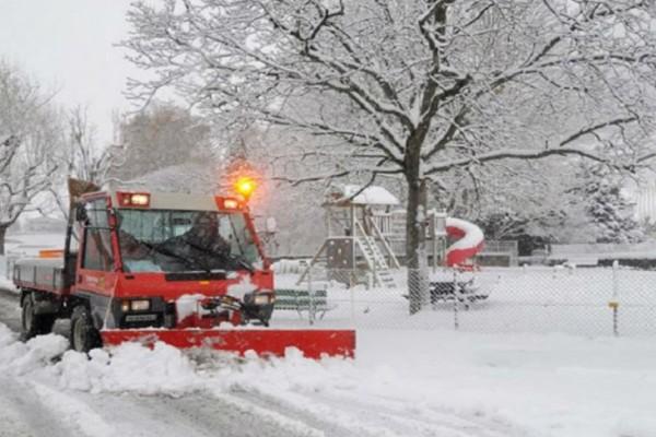 Δύο άτομα εγκλωβίστηκαν στο αμάξι τους λόγω χιονόπτωσης στον Έβρο!