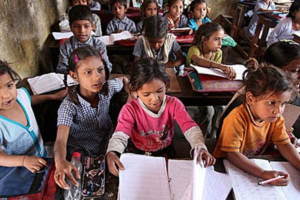 Απίστευτο! Στην Ινδία απαγορεύουν σε μαθητές να φοράνε παπούτσια και κάλτσες…