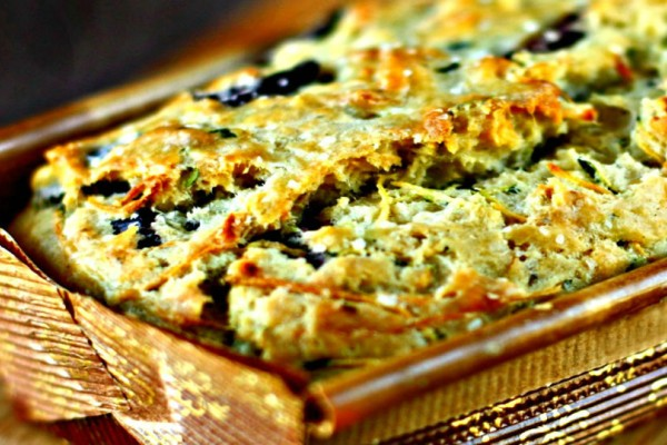 Δοκίμασε αυτό το εναλλακτικό κέικ: Αλμυρό μαρμπρέ με πέστο και ελαιοπολτό