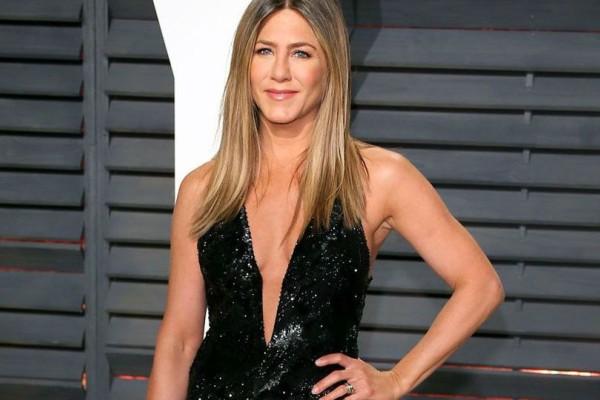 H Jennifer Aniston έκλεισε τα 49 και πόζαρε πιο τολμηρή από κάθε άλλη φορά