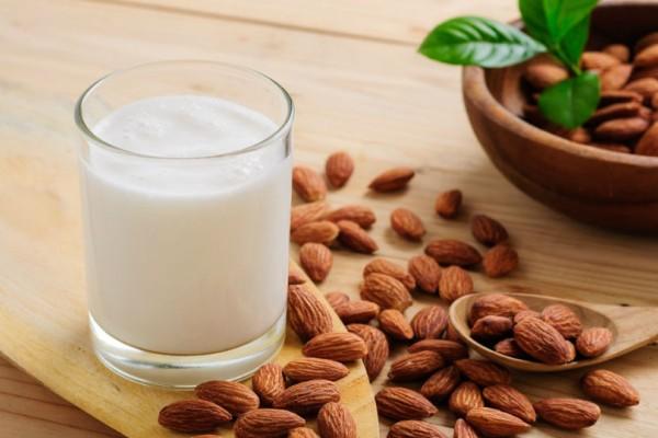 Φτιάξε εύκολα detox γάλα αμυγδάλου χωρίς λακτόζη!