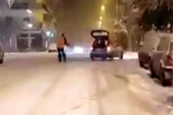 Κλάμα: Ανδρας δέθηκε σε αυτοκίνητο και έκανε σκι στους δρόμους της Ορεστιάδας! (video)