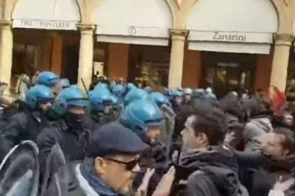 Τραυματίες σε συμπλοκή αστυνομικών - ακροαριστερών στη Μπολόνια