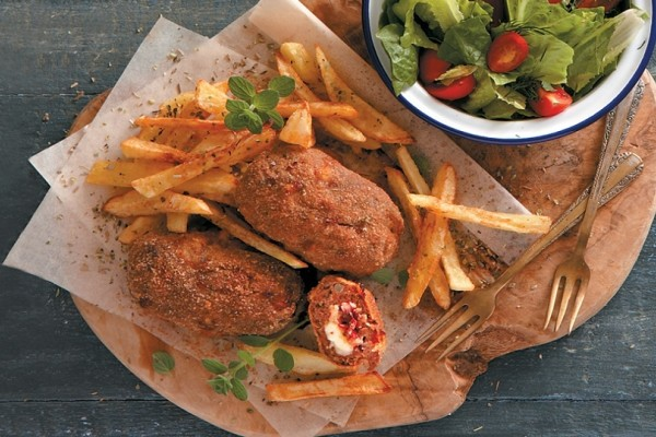 Μια συνταγή που θα λατρέψετε! - Μπιφτέκια πανέ γεμισμένα με παστουρμά, κασέρι και ντομάτα!