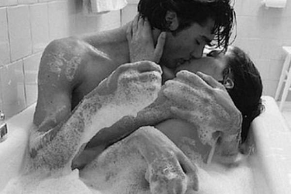 Σεξ στο μπάνιο: Τι μπορείς να του κάνεις στην μπανιέρα!