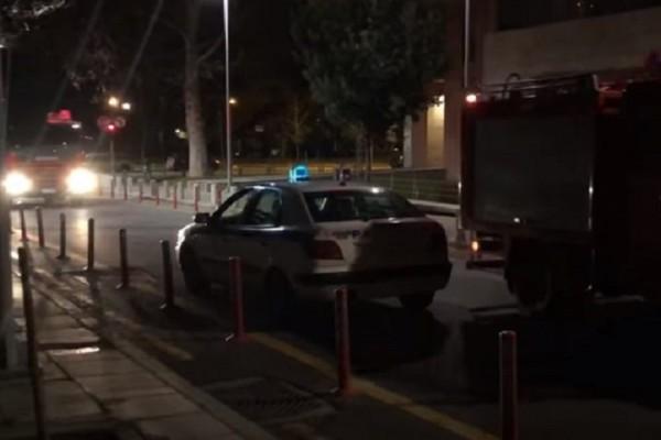 Θεσσαλονίκη: Εμπρηστική επίθεση με γκαζάκια σε γραφείο του υπουργείου Εθνικής Άμυνας