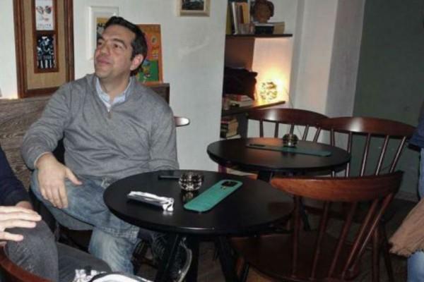 Για γέλια και για κλάμματα! Επική γκάφα σερβιτόρας στον Τσίπρα! Δείτε τι τον ρώτησε...