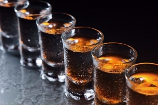 Μια έρευνα που προκαλεί ανησυχία: Με προβλήματα αλκοολισμού το 10% των Ελλήνων!