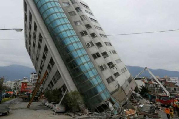 Εικόνες αποκάλυψης στην Ταϊβάν: Εννέα νεκροί και 62 αγνοούμενοι από το σεισμό των 6,4 Ρίχτερ