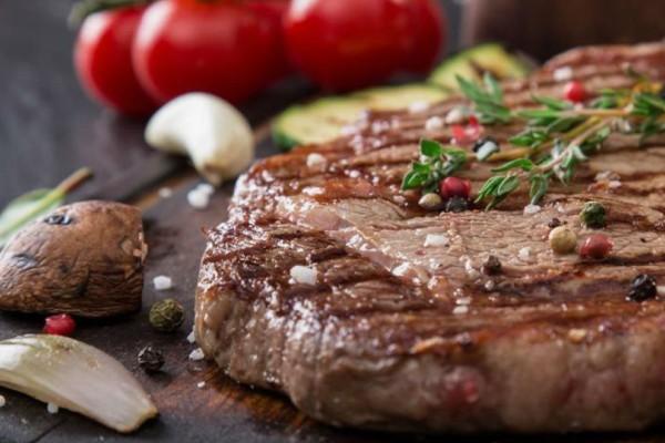 Τσικνοπέμπτη: Κάθε κρέας και η μαρινάδα του