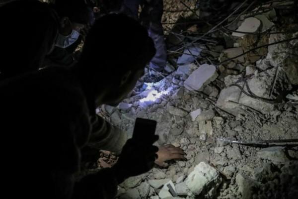 Τουλάχιστον 31 άμαχοι νεκροί σε νέους αεροπορικούς βομβαρδισμούς στη Συρία!