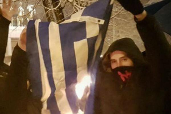 Σκοπιανοί έκαψαν την ελληνική σημαία για την μη αλλαγή ονόματος