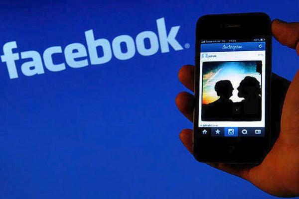 Το facebook μας... κατασκοπεύει!