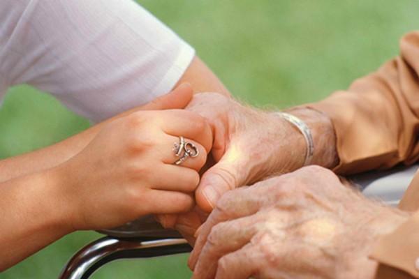 Επιστήμονες προειδοποιούν: Η νόσος Αλτσχάιμερ μπορεί να είναι μεταδοτική!