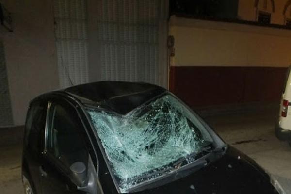 Σοκ στην Εύβοια: Έπεσε από τον 4ο όροφο και κατέληξε πάνω στο αυτοκίνητό του! (photos+video)