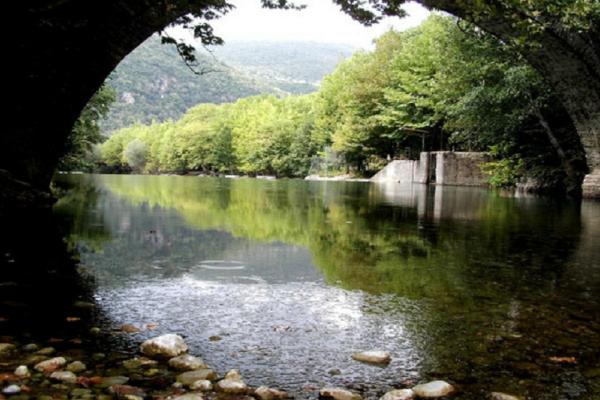 Γραφικά χωριά: 5 κουκλίστικα χωριά που κλέβουν τις καρδιές των Ελλήνων
