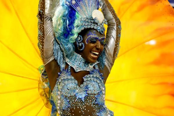 Σέξι Βραζιλιάνες και ατέλειωτη σάμπα στο πιο ξέφρενο πάρτι του κόσμου