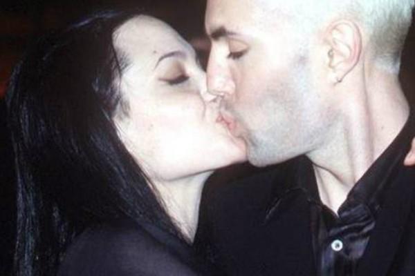 Το φιλί που σόκαρε τα Οσκαρ -Οταν η Τζολί άρχισε τα φιλιά στο στόμα στον αδελφό της (Photos)